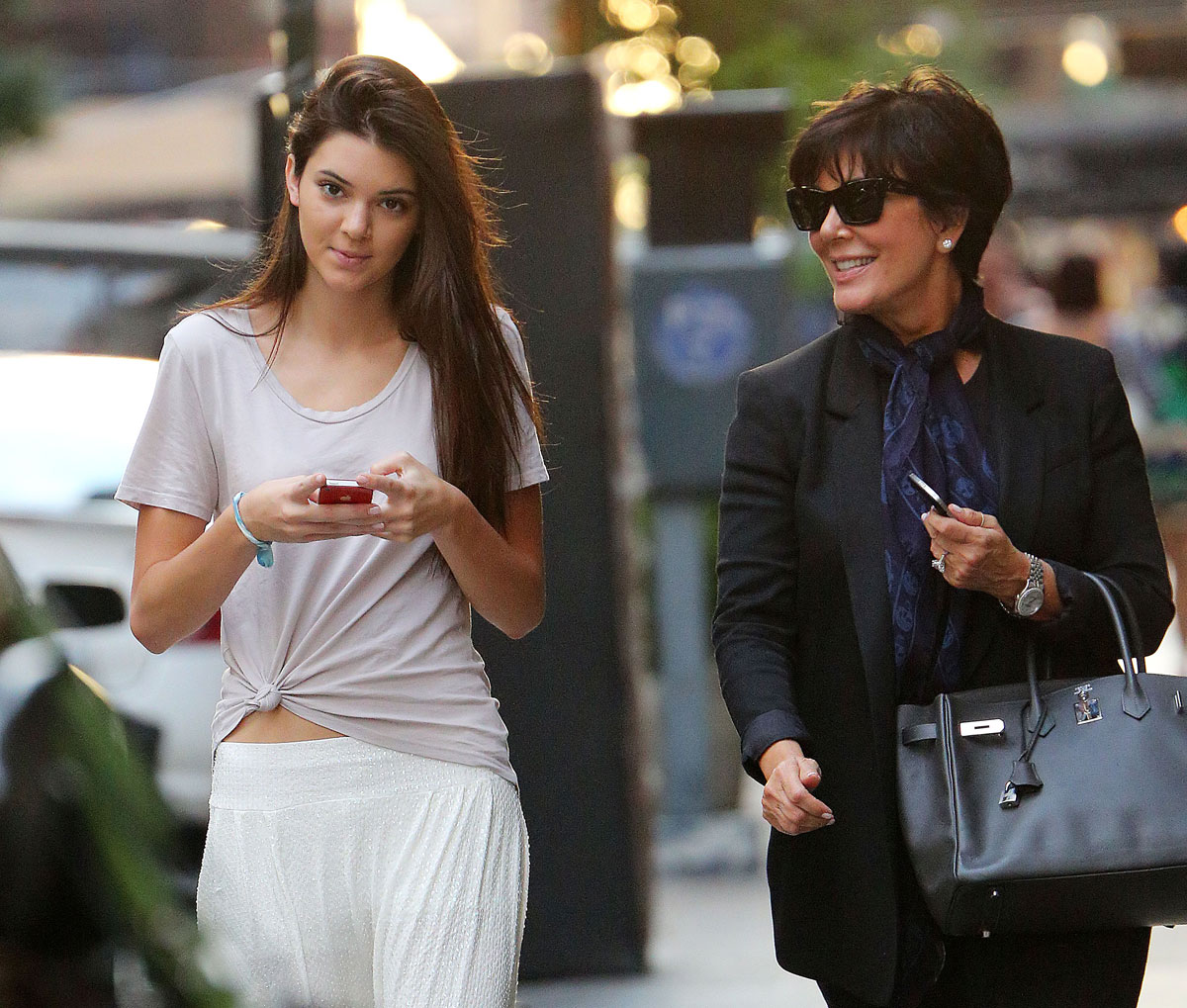 KENDALL and Kris JENNER Out for Shopping