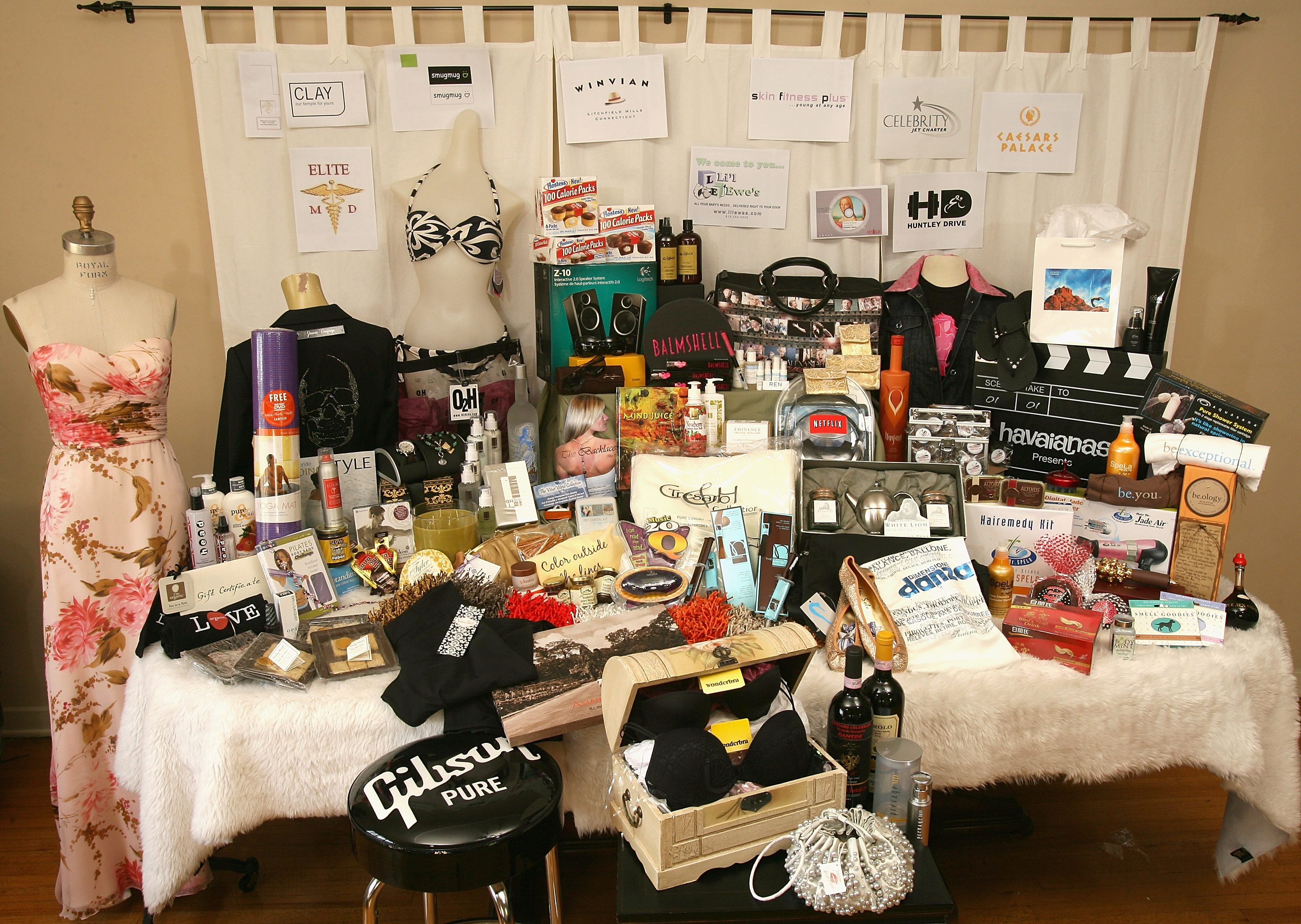 """The Distinctive Assets """"Everybody Wins at the Oscars"""" Nominee Gift Bag Presented by Caesars Palace and Wonderbra"""