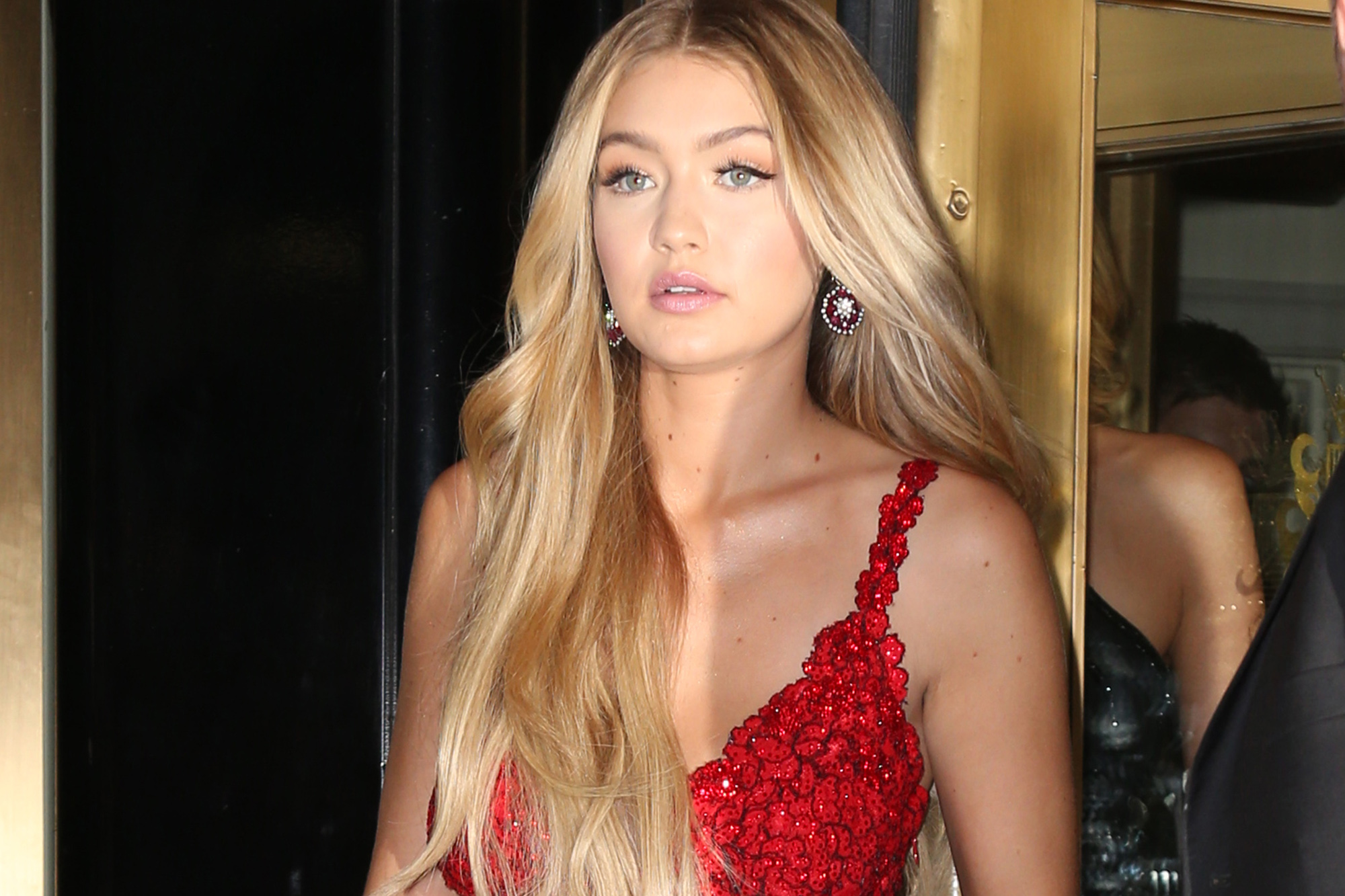 Celebrities head to the Met Gala in New York City. Pictured: Gigi Hadid Ref: SPL1016859 040515 Picture by: Splash News Splash News and Pictures Los Angeles: 310-821-2666 New York: 212-619-2666 London: 870-934-2666 photodesk@splashnews.com