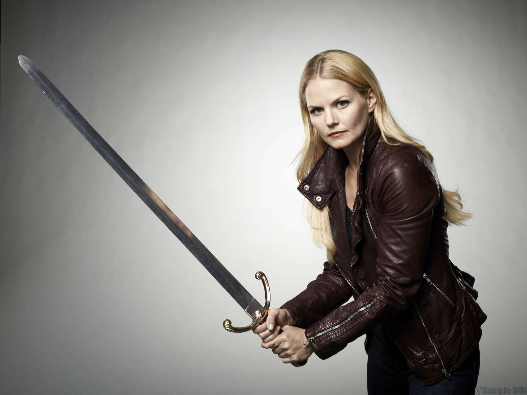 jennifer-morrison-once-upon-a-time-season-2-poster-and-promotional-shoot-09