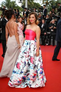 priscilla-betti-en-robe-christophe-guillarme-cannes-le-18-mai-2017_portrait_w674