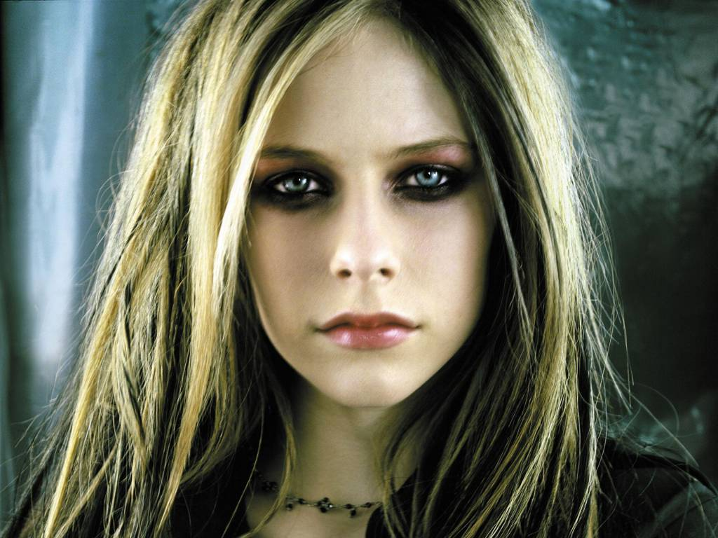 avril-trash-2