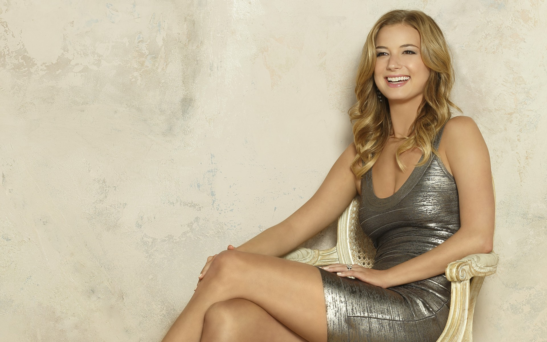 emily-vancamp-smile-wallpaper-50312-52002-hd-wallpapers