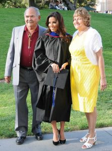1135077-eva-longoria-pose-avec-ses-parents-950x0-1