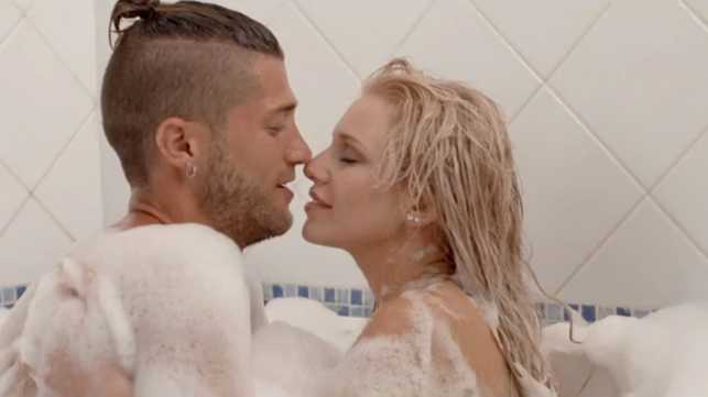 just-married-decouvrez-le-clip-tres-sexy-de-paga-et-adixia-des-marseillais-video